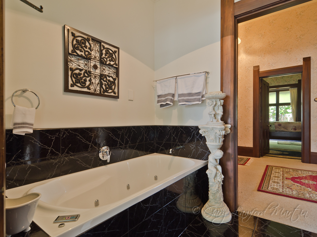 156 Winchester St Spa Bathroom