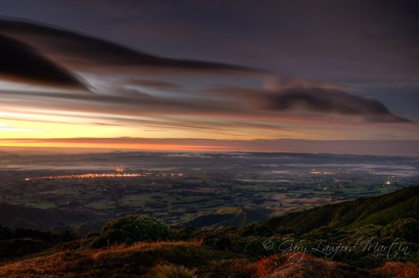 Photo of pre-dawn over the town of Dannevirke, viewed from the crest of the ruahine mountain range