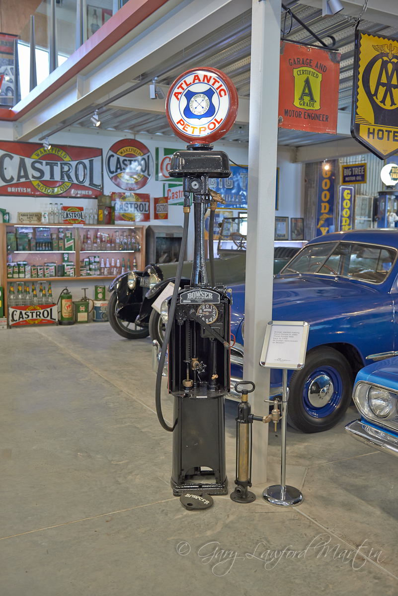 1900 Bowser Petrol Pump